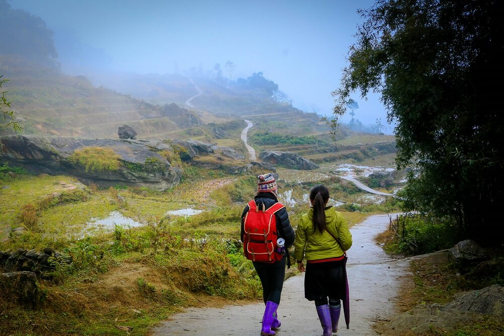 Walking with a local tourguide in Sapa