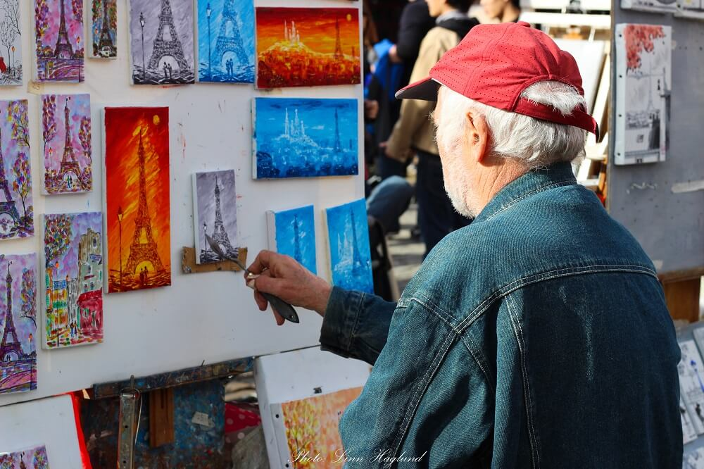 Artist at Place de Tetre, make sure you go there on your 4 days in Paris itinerary