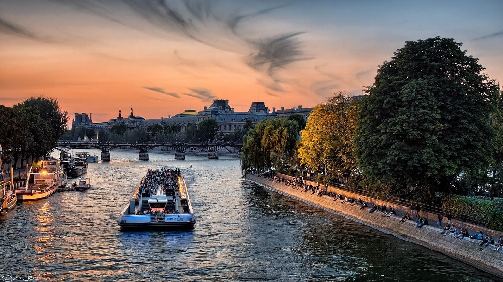 Boat trip along the Seine is a must during 4 days in Paris