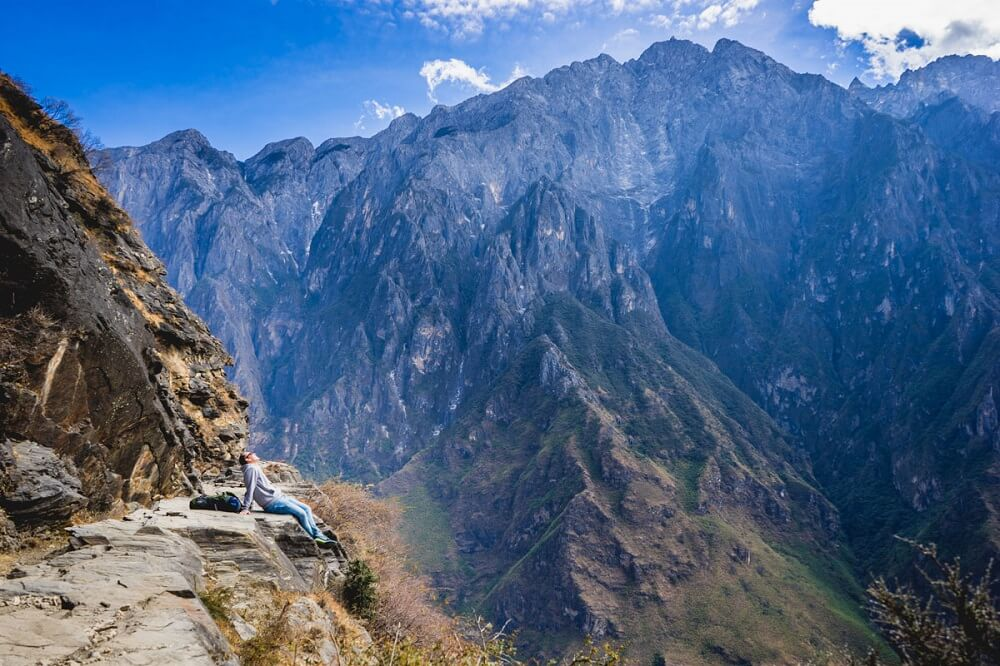 Hiking Tiger Leaping Gorge in China for your asia travel bucket list